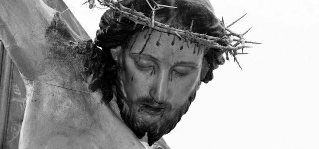di Agorà Ciminna L'appuntamento più importante del calendario liturgico è la Pasqua. Una ricorrenza che in Sicilia ha suscitato, fin dai tempi antichi, un'intensa partecipazione popolare, a cominciare dalle celebrazioni del Triduo Pasquale che risulta essere un'alternarsi di riti religiosi e suggestive rappresentazioni e/0 processioni che hanno l'intento di rievocare e commemorare la Passione, Morte e Resurrezione di Gesù Cristo. Nella nostra Ciminna, i riti della Settimana Santa vengono in un certo senso anticipati al mercoledì che precede la Domenica delle Palme e della Passione del Signore, con il corteo […]